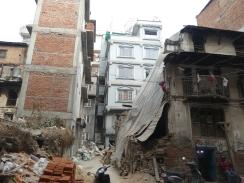 Nog meer schade door de aardbeving.