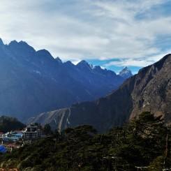 Omringt door bergen.