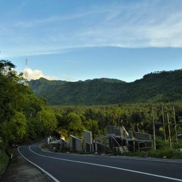 Rustige wegen en groene natuur.